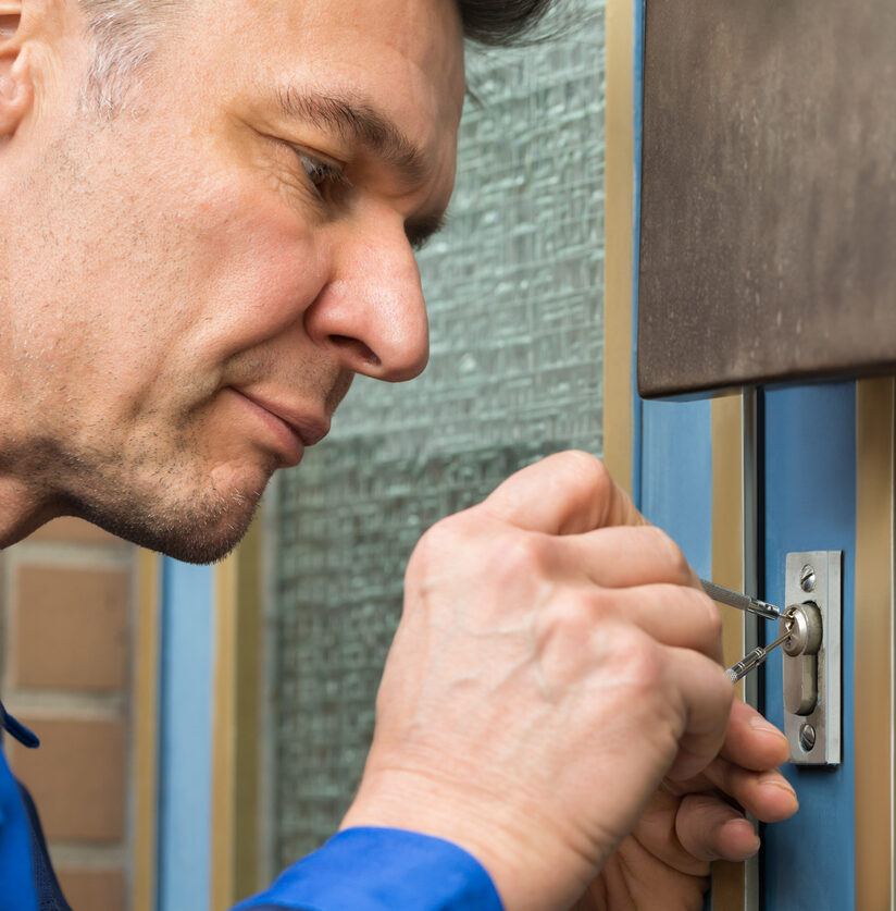 Schlüsseldienst öffnet Tür schadenfrei